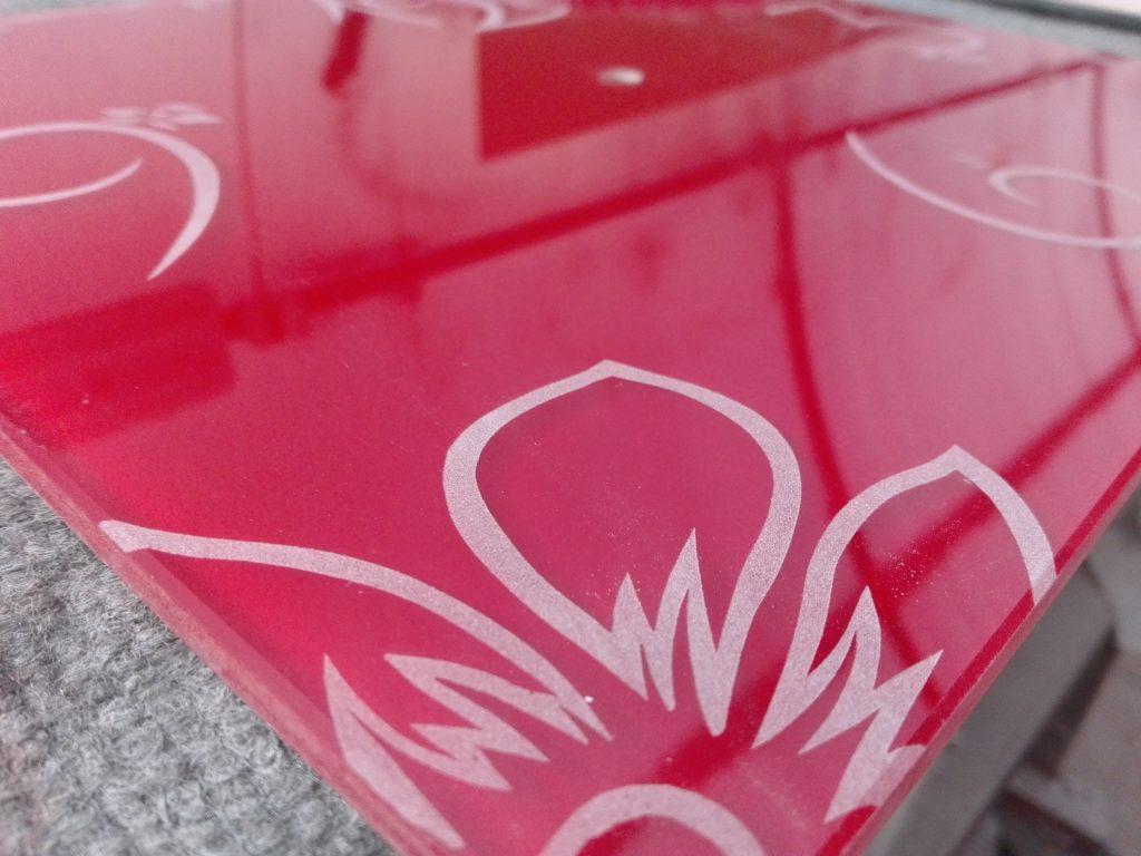 Orologio in vetro laccato rosso