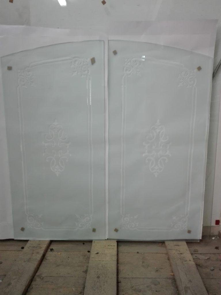 Vetri sagomati per porta a doppia anta