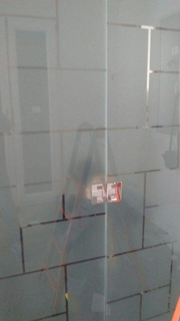 Porta scrigno a doppia anta in vetro