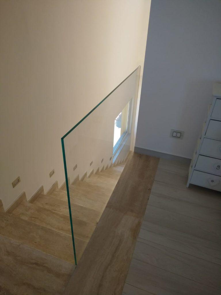 Parapetti per scala interna in vetro 12mm extrachiaro