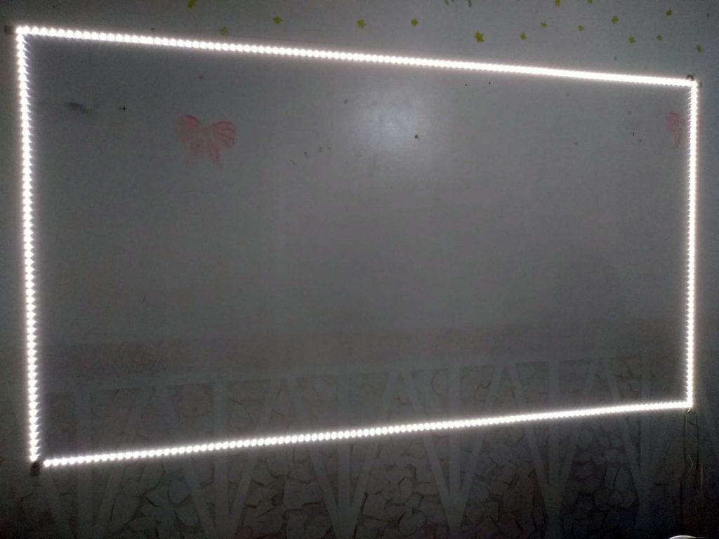 Specchio con cornice sabbiata retroilluminata
